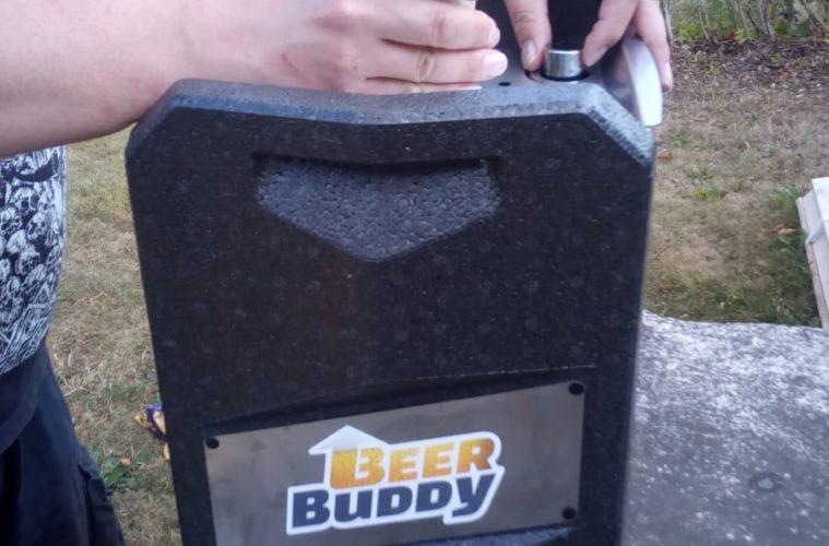 Der Beer Buddy: Bottoms up a beer! oder ... Zapf dein Bier doch einfach von unten!