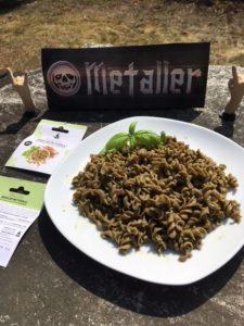 Insektennudeln mit Pesto