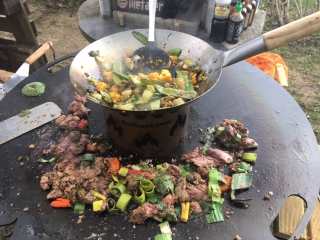 Teppanyaki (Grillen auf einer Stahlplatte)
