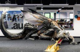 Viking überrascht Game of Thrones-begeisterte Mitarbeiter mit lebensgroßem Drachen