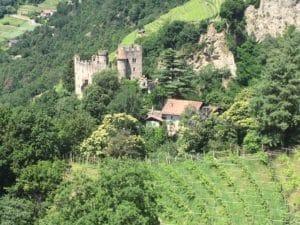 Brunnenburg Dorf Tirol