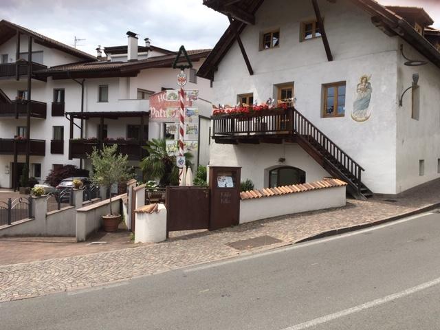 Dorf Tirol beim Köhl'n Keller