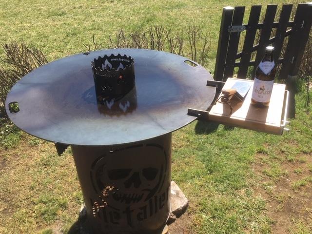 Grillrost.com 100cm Feuerplatte mit Holzbrett